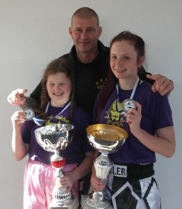 Coach Dave Munro with fighter and fight of the day winners Tia Sayer & Maisy Doole